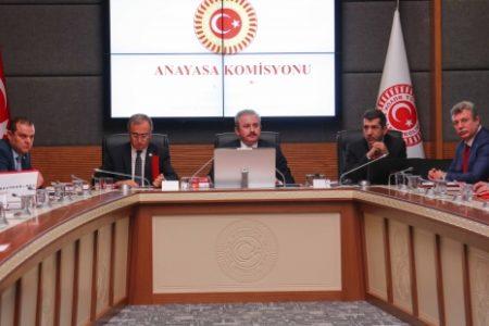 Anayasa değişikliği teklifinin üçüncü maddesi de komisyondan geçti