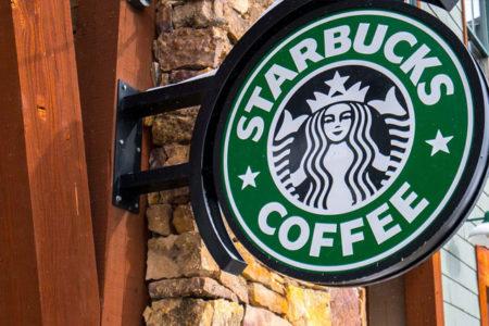 Starbucks, 10 bin mülteciyi istihdam edeceğini duyurdu