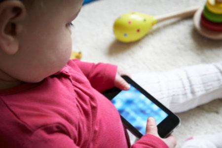Çocuğunun akıllı telefonuna el koydu, değişimi 6 haftada gördü
