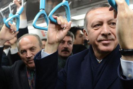 Erdoğan, çalışan metro hattını kapatıp açılışını yaptı