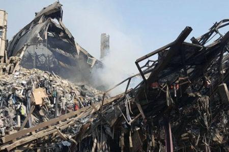 Tahran'da bina çöktü, 37 itfaiye eri enkaz altında kaldı
