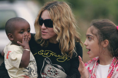Madonna Malavi'den iki çocuk daha evlat edindi