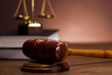 Mahkeme, boşanan çiftin çocuklarının velayetlerini anne ve babaya ortak olarak verdi