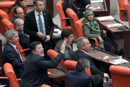 Tutuklu HDP'lilerin adı okunurken 'rehin' diye bağırdılar
