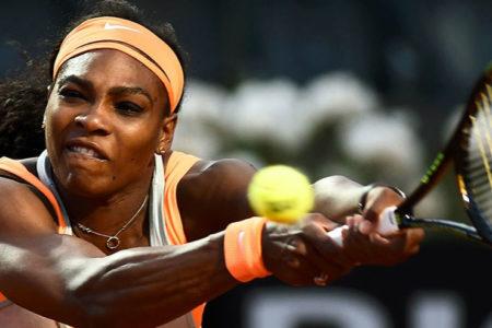 Serena Williams'ı gorile benzeten yorumcunun görevine son verildi