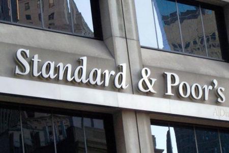 S&P, Türkiye'nin notunu negatife düşürdü