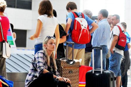 Bir yılda turizm geliri 9.4 milyar dolar düşüş yaşadı