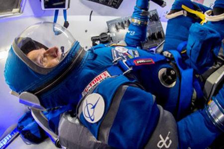 Bu da 'uzay modası': Boeing yeni astronot giysilerini görücüye çıkardı
