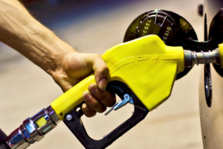 Bir litre akaryakıtta 1,8 ile 2,4 TL arasında 'özel tüketim' vergisi var