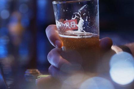 Uzmanlar: Alkolü bir anda bırakmak bağımlılar için ölüm riski taşıyor