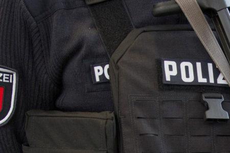 'Almanya'da casusluk yaptıkları iddia edilen imamların evine baskın'