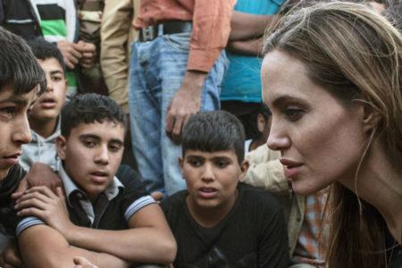Angeline Jolie'den Trump'a tepki: Zayıfı ezmek güç gösterisi sayılmaz