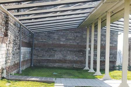 AKP'li belediye tarihi surlara çatı monte edip düğün salonu açtı