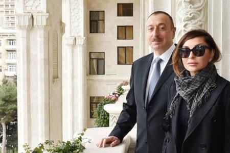 Cumhurbaşkanı Yardımcısı olarak tayin ettiği eşini ayakta alkışlattı