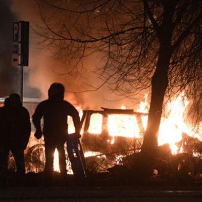 Stockholm'de polis ve göçmenler arasında çatışma