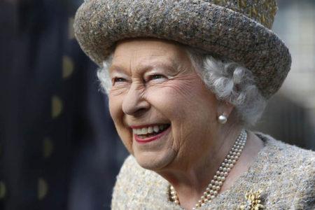 Kraliçe için, 30 bin pound maaşla sosyal medya yöneticisi aranıyor