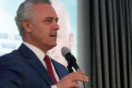AKP'li Ataş boş salonu görünce kızdı: Ben Erdoğan'ın yetiştirdiği bir insanım