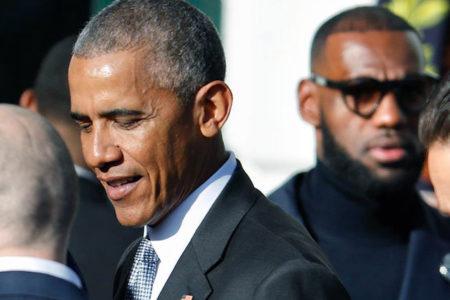 Obama çiftinin yazacakları kitapların yayın hakları rekor fiyata satıldı