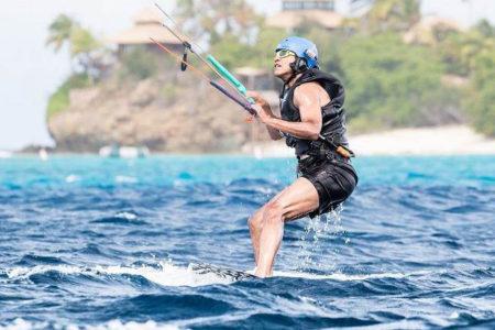 Obama kiteboard yaparak emekliliğin tadını çıkarıyor