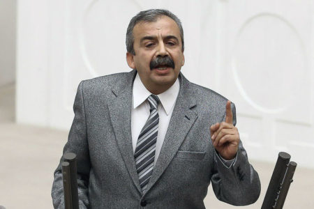 """""""Emevi Camii'nde cuma namazı hevesi, Kocatepe Camii'de cenaze namazıyla sona erdi"""""""