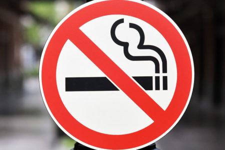 Sağlık Bakanlığı 'sigaraya hayır' afişlerini toplattı