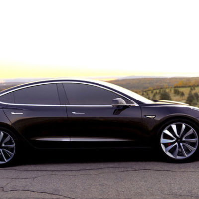 Tesla, eşit ücret talep eden kadın mühendisi işten attı