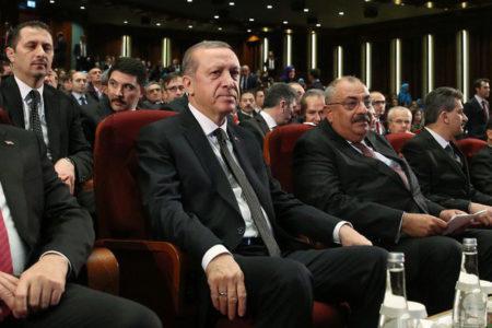 AKP yönetimi, kongre için referandum sonucunu bekliyor