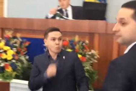 Ukrayna'da milletvekilleri birbirine girdi