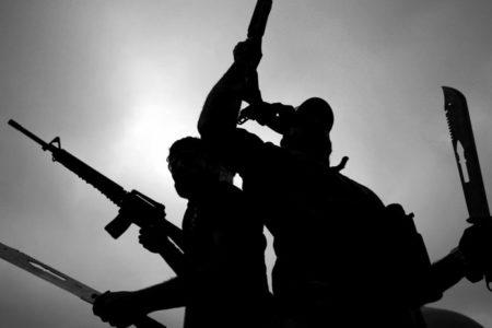 IŞİD, antik kentteki tarihi eserleri parçaladı