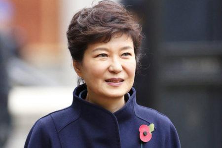 Yolsuzluk iddiaları nedeniyle görevden alınan Güney Kore lideri gözaltına alındı