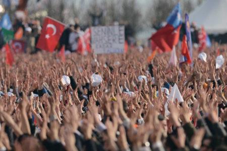 AKP'nin anketinde Ankara'da 'evet', İzmir'de 'hayır' önde