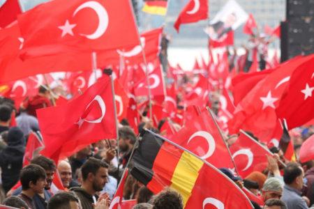 Welt: Almanya'daki yasak referanduma malzeme yapılıyor