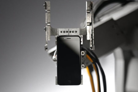 İPhone için üretilen geri dönüşüm robotu işe başladı