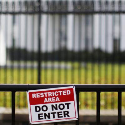 Beyaz Saray'da bir fire daha: Trump'ın İletişim Direktörü Dubke istifa etti