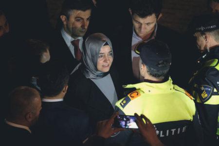 AKP karar aldı: Türk bakanlar Hollanda'da kampanya yapmayacak