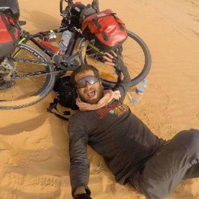 Sahra Çölü'nü 42 günde bin 850 km pedal çevirerek geçti