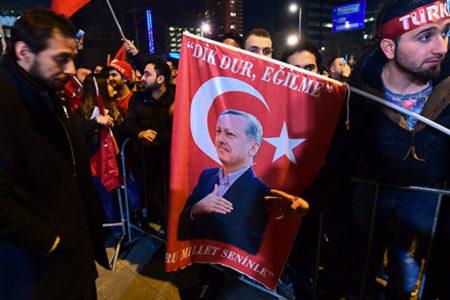 """Saygı Öztürk: """"Yurtdışında, yurtdışı temsilciliklerde ve gümrük kapılarında her türlü propaganda yasaktır"""""""