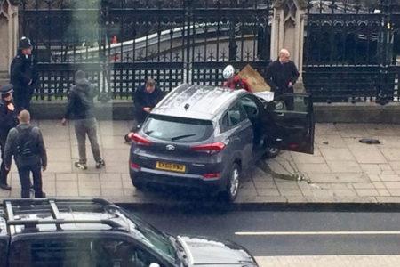İngiltere'nin başkenti Londra'da İngiltere Parlamentosu dışında düzenlenen saldırıda biri polis 4 ölü, 20 yaralı