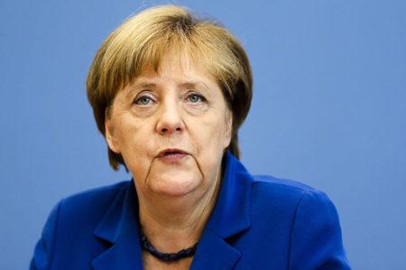 Merkel: Türk liderlerin yaptığı Nazi kıyaslaması son bulmalı