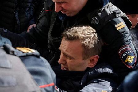 Rus muhalif lider yolsuzluk karşıtı gösterilerde gözaltına alındı