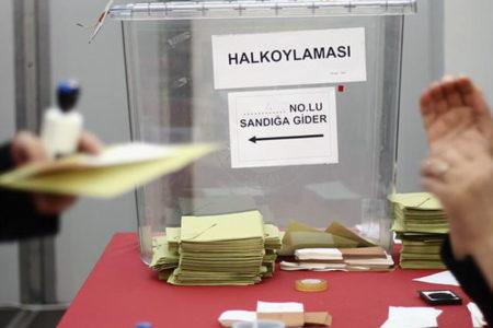 Referandumda mühürsüz oyları geçerli sayan YSK, 2014'te 'mühürsüz zarflar' nedeniyle seçimleri iptal etmişti