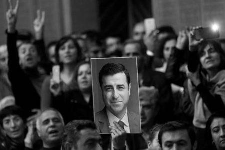 Demirtaş: Erdoğan, Kürtlerden oy almak için çabalamalı