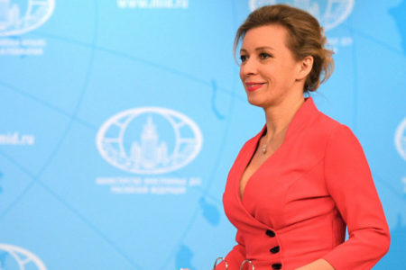 Zaharova'nın tasarımcısı: Avrupa'dan onun için hediye kumaş gönderiyorlar