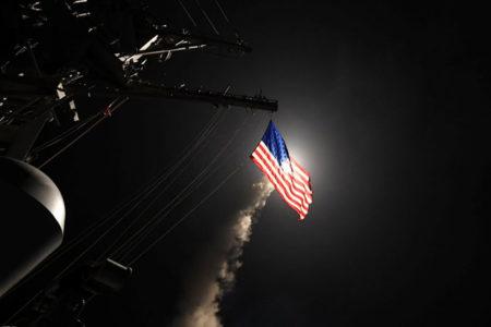 ABD, Suriye'de Esad yönetimine ait hava üssünü Tomahawk füzeleriyle vurdu