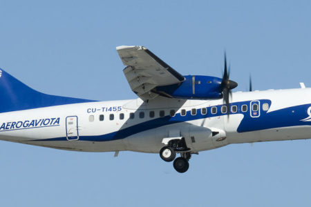 Küba'da yolcu uçağı düştü