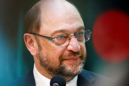 Schulz: Erdoğan kendi ülkesindeki insanlara vermeyi reddettiği özgürlükleri burada talep ediyor