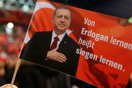 Avusturya, referandumunda oy kullanan çifte vatandaş konumundaki Türklerin peşine düştü