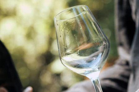 Beyaz şarap kadınlarda cilt hastalıklarını artırıyor