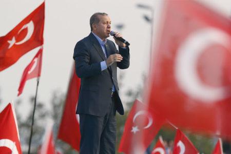 'Erdoğan Kürtlerin kalbini kazanmaya çalışıyor'