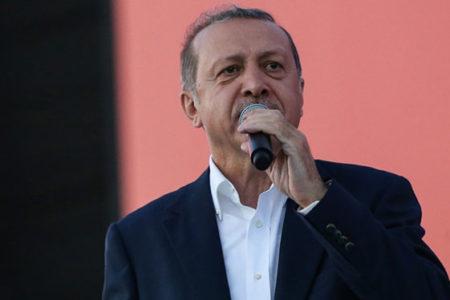 Erdoğan'dan, Kürt seçmenin mesajını dinletmek isteyen spikere: Karıştırma!
